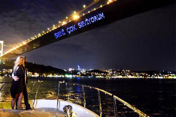 İstanbul / Boğaz Köprüsü /Romantik Bir Gece Ortamı